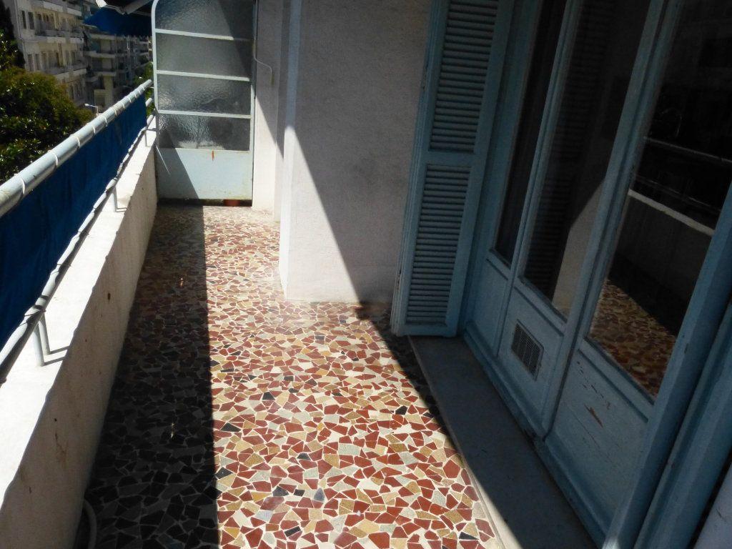 Appartement à louer 1 28.07m2 à Nice vignette-1