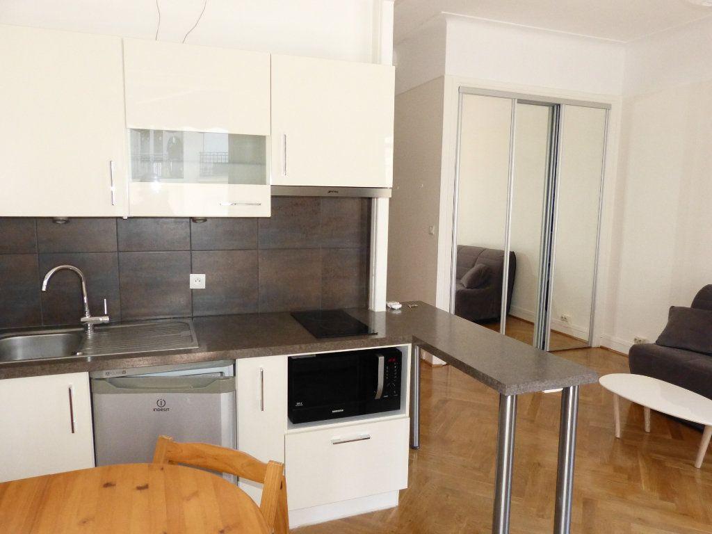 Appartement à louer 1 28.07m2 à Nice vignette-2