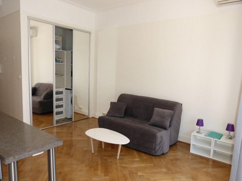 Appartement à louer 1 28.07m2 à Nice vignette-3