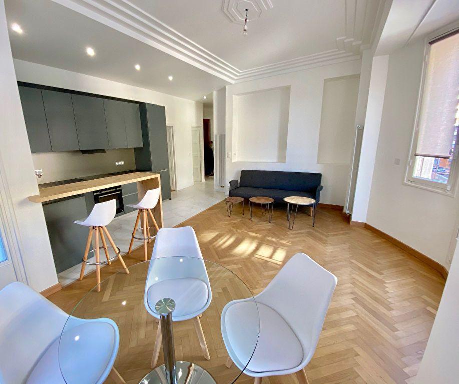 Appartement à vendre 4 93m2 à Nice vignette-2