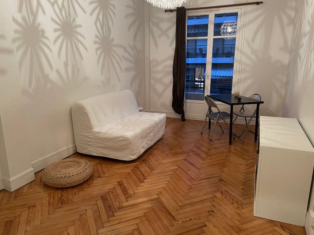 Appartement à louer 2 54.55m2 à Nice vignette-1
