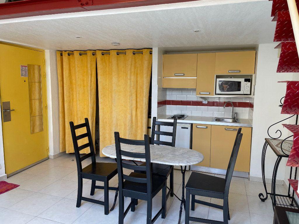 Appartement à louer 1 24.9m2 à Nice vignette-1