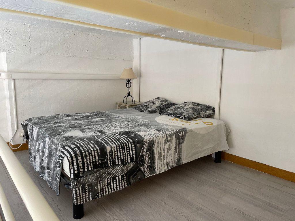 Appartement à louer 1 24.9m2 à Nice vignette-3