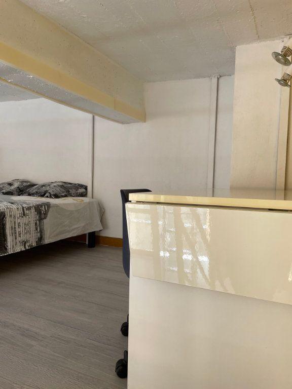 Appartement à louer 1 24.9m2 à Nice vignette-5