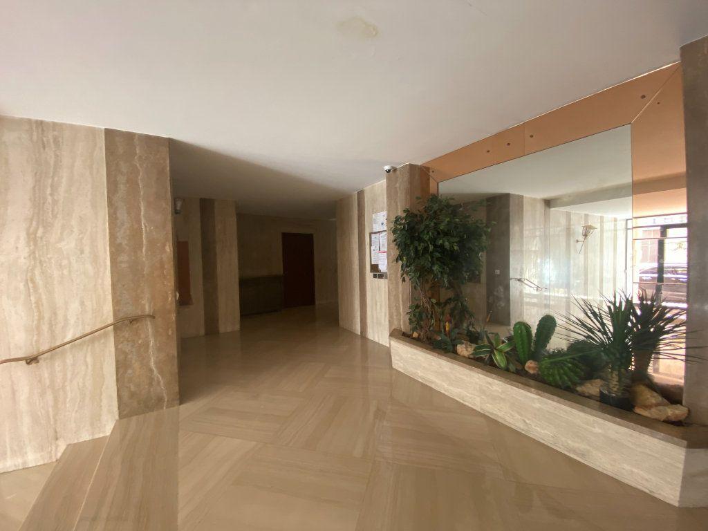 Appartement à vendre 4 134m2 à Nice vignette-3