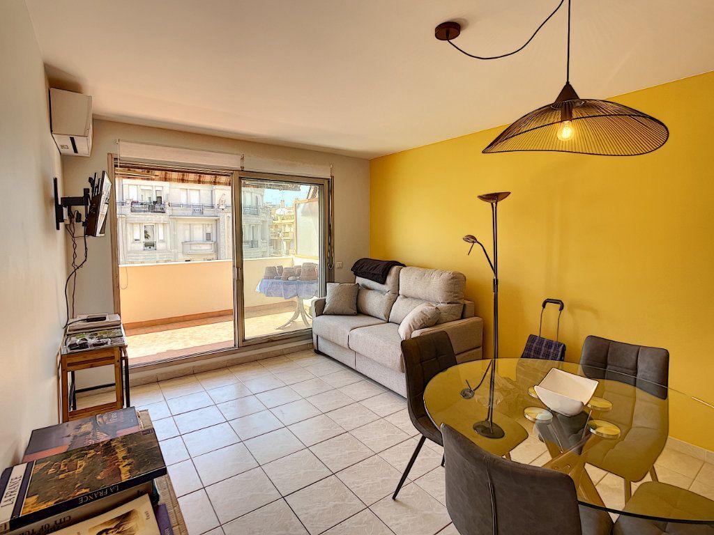 Appartement à louer 2 50.38m2 à Nice vignette-1