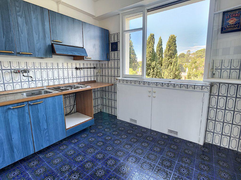 Appartement à louer 1 35.4m2 à Nice vignette-3