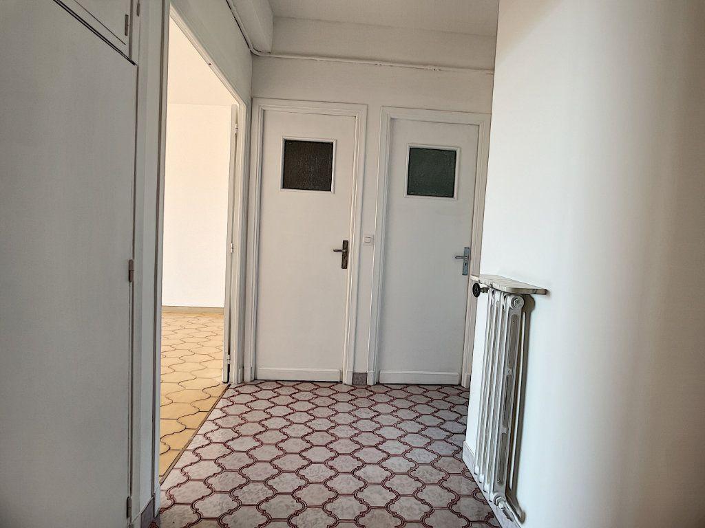 Appartement à louer 1 35.4m2 à Nice vignette-4