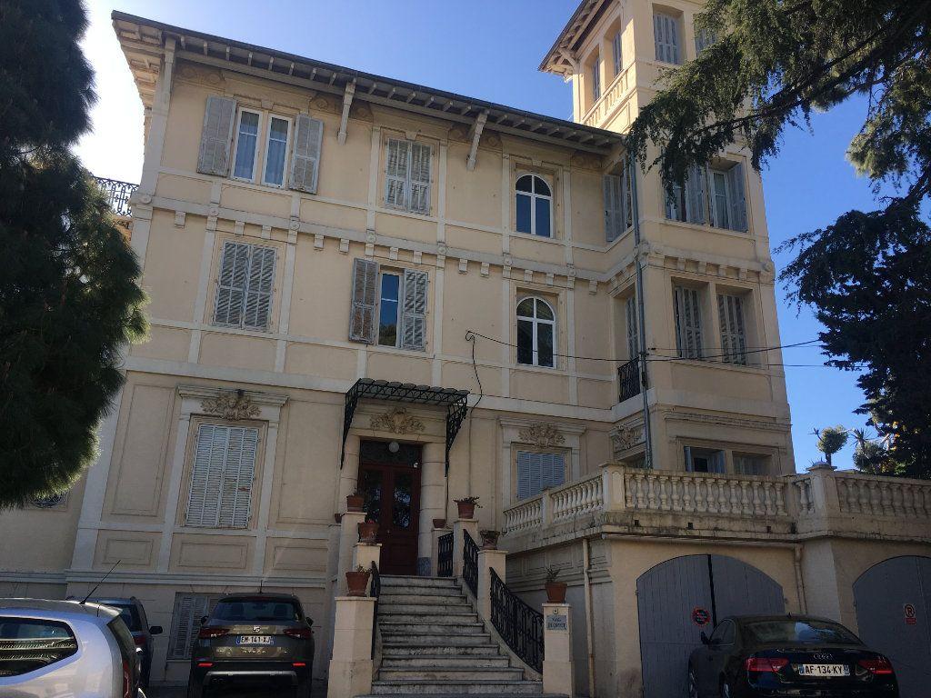 Appartement à louer 3 115.82m2 à Nice vignette-1