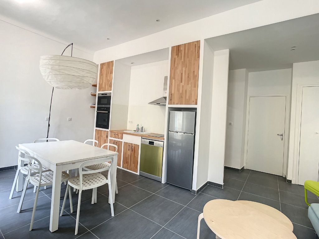 Appartement à louer 2 45.77m2 à Nice vignette-3