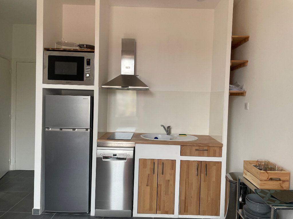 Appartement à louer 2 29.01m2 à Nice vignette-3