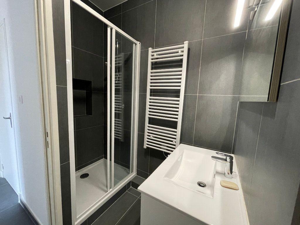 Appartement à louer 2 29.01m2 à Nice vignette-4