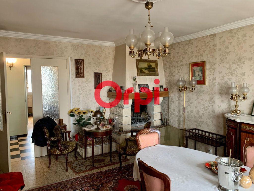 Appartement à vendre 4 96m2 à Livry-Gargan vignette-1