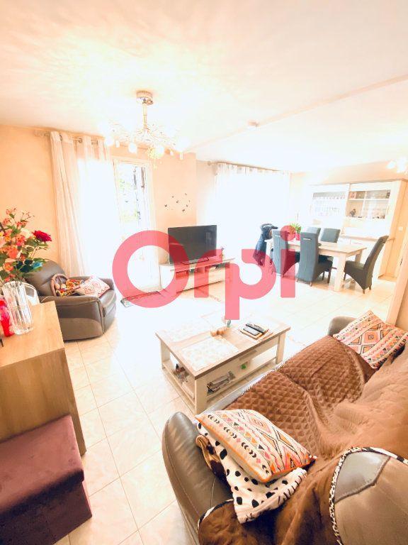 Appartement à vendre 5 98.09m2 à Livry-Gargan vignette-2