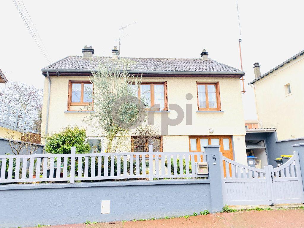 Maison à vendre 5 195m2 à Livry-Gargan vignette-1