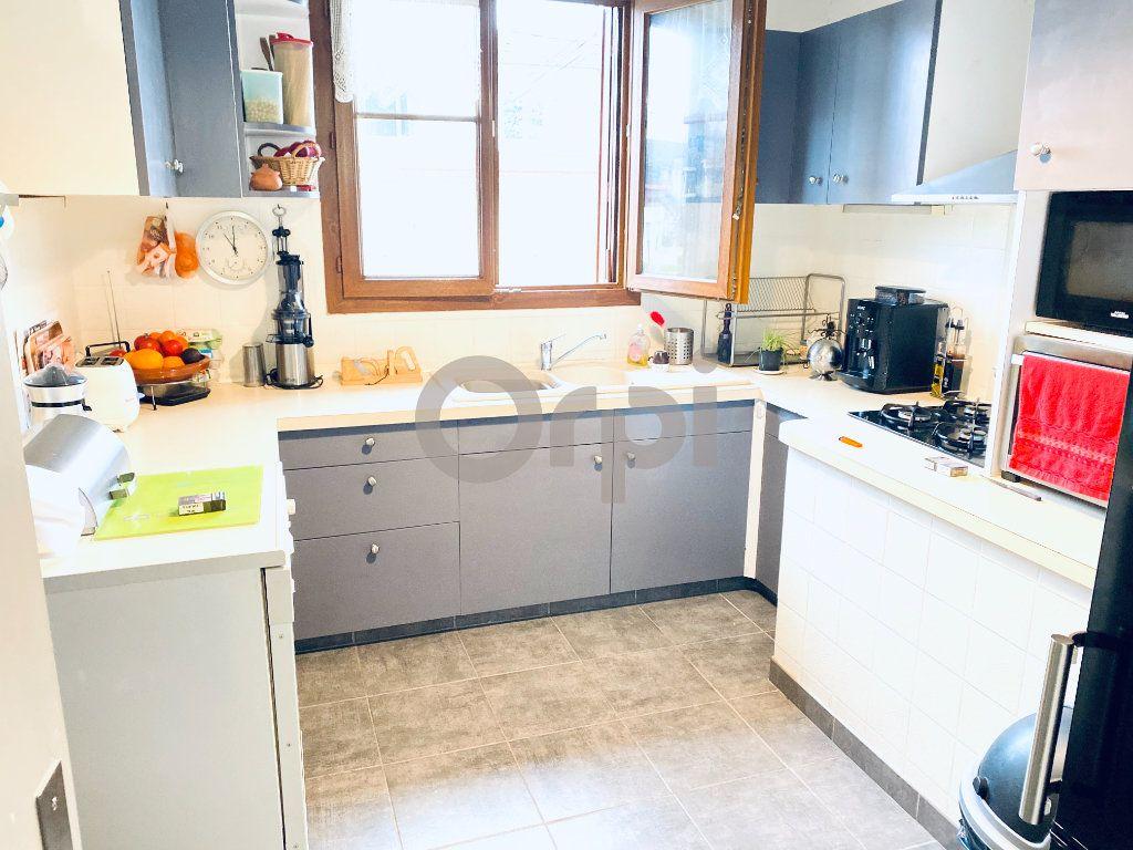 Maison à vendre 5 195m2 à Livry-Gargan vignette-5