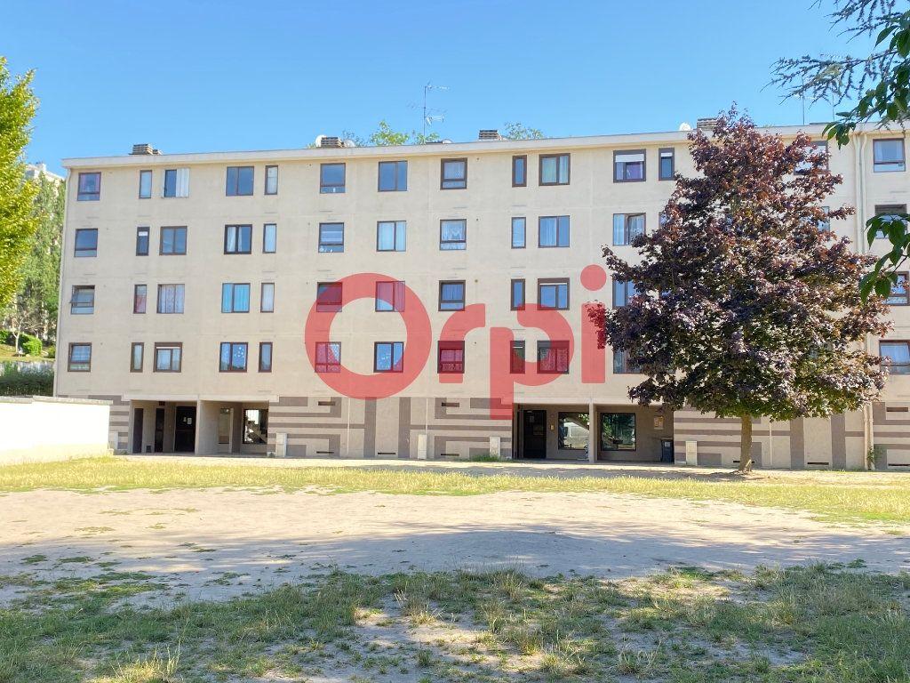 Appartement à vendre 3 54.46m2 à Clichy-sous-Bois vignette-1