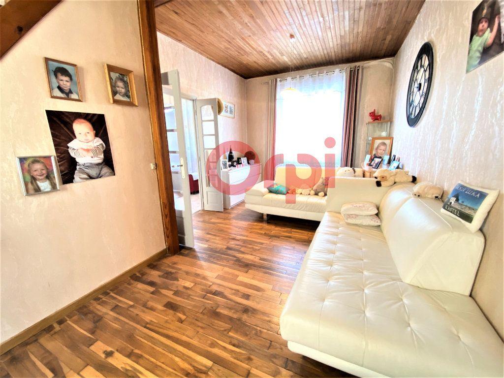 Maison à vendre 4 144.39m2 à Livry-Gargan vignette-1