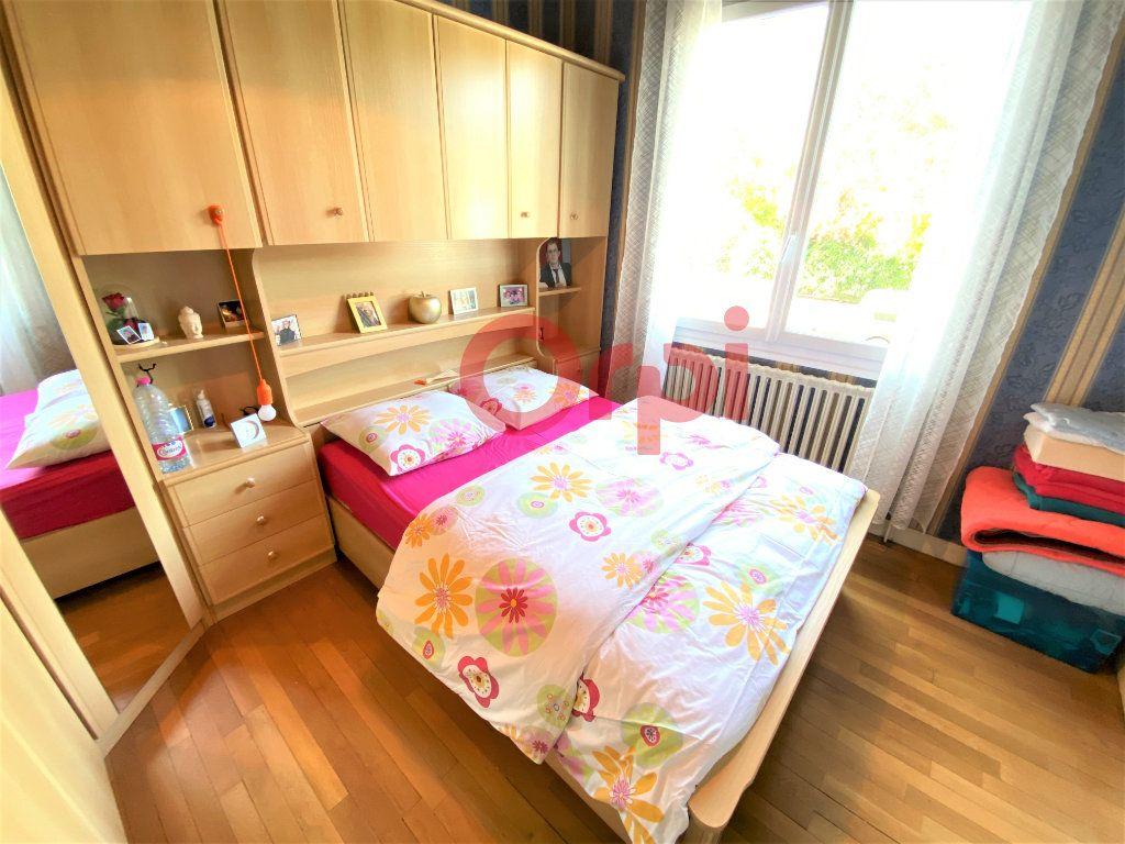 Maison à vendre 4 144.39m2 à Livry-Gargan vignette-3