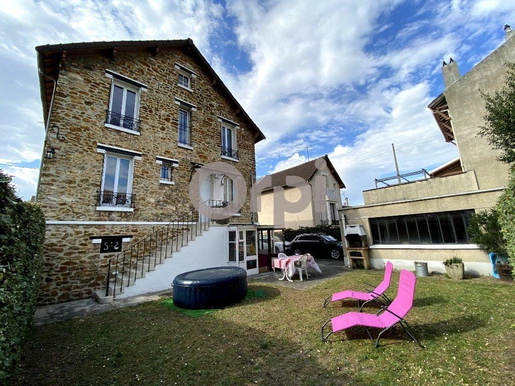 Maison à vendre 7 158m2 à Livry-Gargan vignette-1