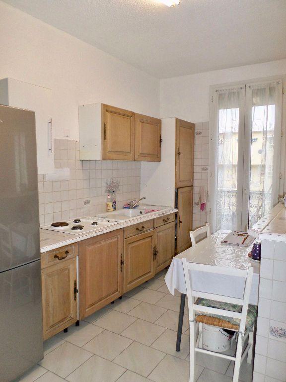 Appartement à vendre 4 64m2 à Sète vignette-3