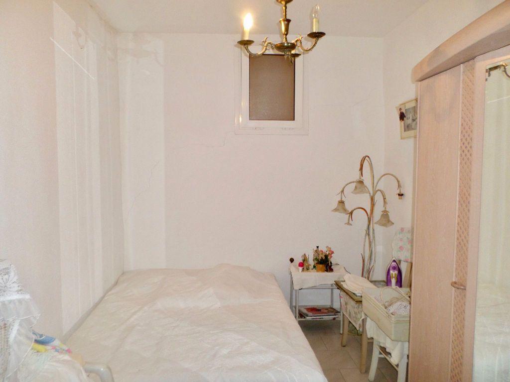 Appartement à vendre 4 64m2 à Sète vignette-5