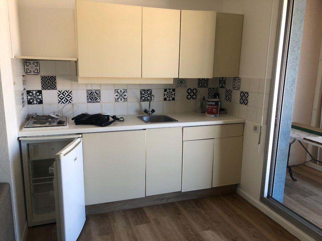 Appartement à louer 1 21.54m2 à Sète vignette-3