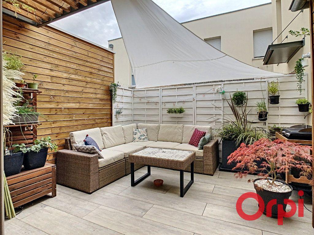 Appartement à vendre 3 62.43m2 à Castanet-Tolosan vignette-1