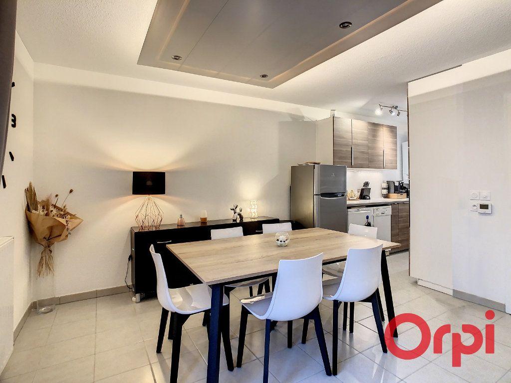 Appartement à vendre 3 62.43m2 à Castanet-Tolosan vignette-2
