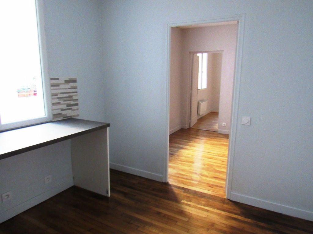 Appartement à louer 2 40.05m2 à Paris 10 vignette-2