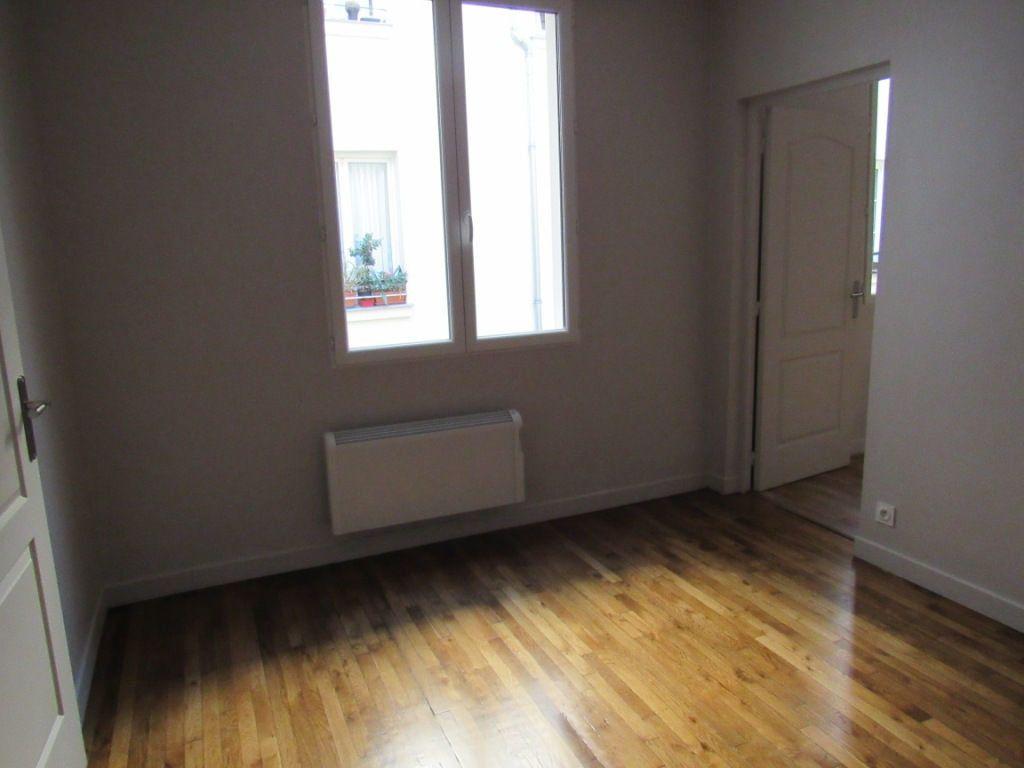 Appartement à louer 2 40.05m2 à Paris 10 vignette-3