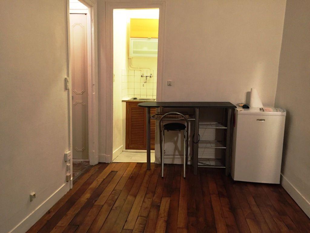 Appartement à louer 1 13.35m2 à Paris 10 vignette-2