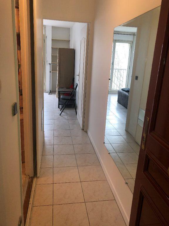 Appartement à louer 1 19m2 à Paris 10 vignette-1