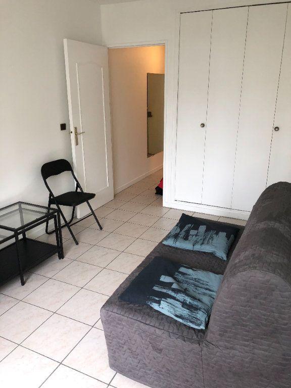 Appartement à louer 1 19m2 à Paris 10 vignette-2