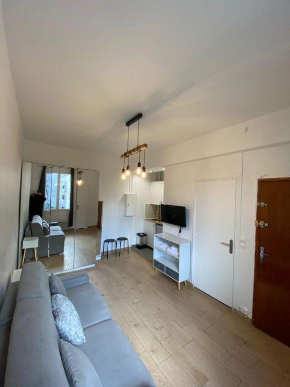 Appartement à louer 1 18m2 à Paris 10 vignette-1