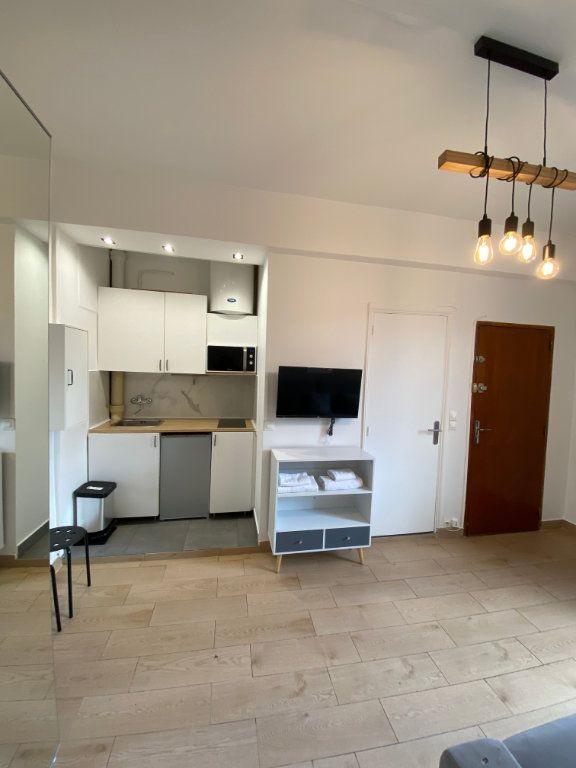 Appartement à louer 1 18m2 à Paris 10 vignette-4