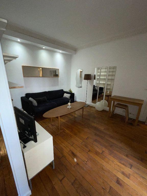 Appartement à louer 2 37m2 à Paris 10 vignette-2