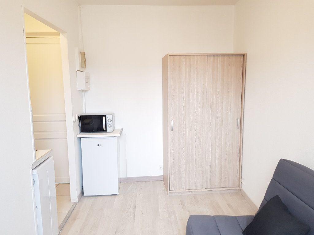 Appartement à louer 1 12m2 à Paris 17 vignette-1