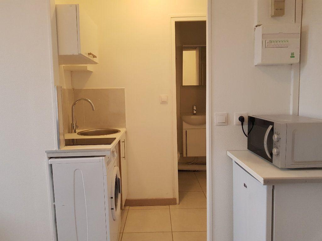 Appartement à louer 1 12m2 à Paris 17 vignette-2
