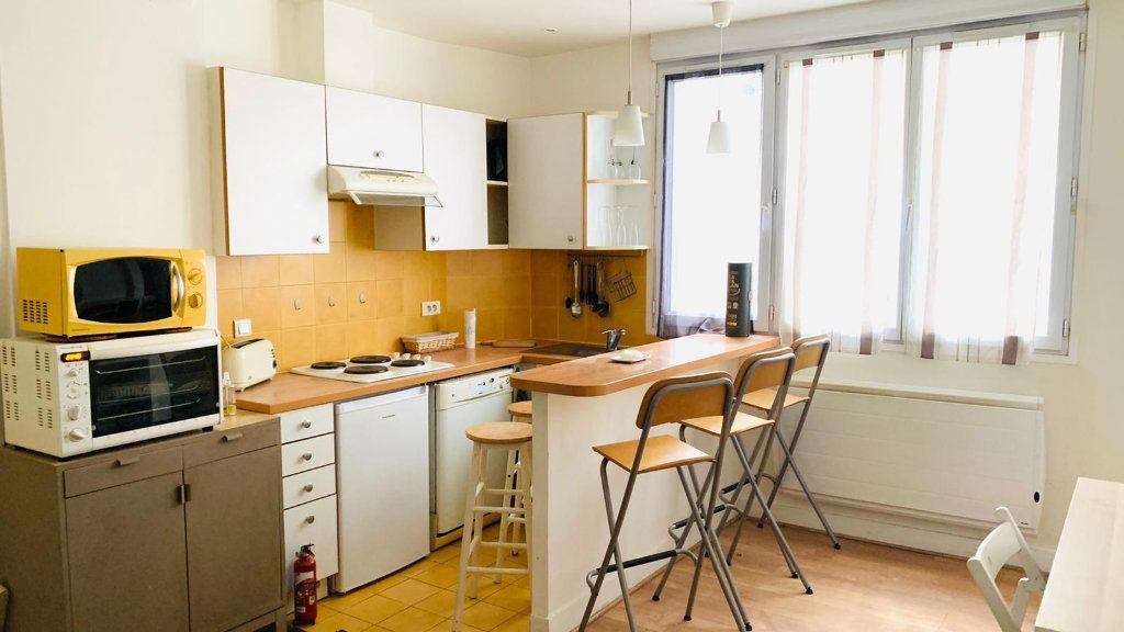 Appartement à louer 2 37.01m2 à Paris 10 vignette-1