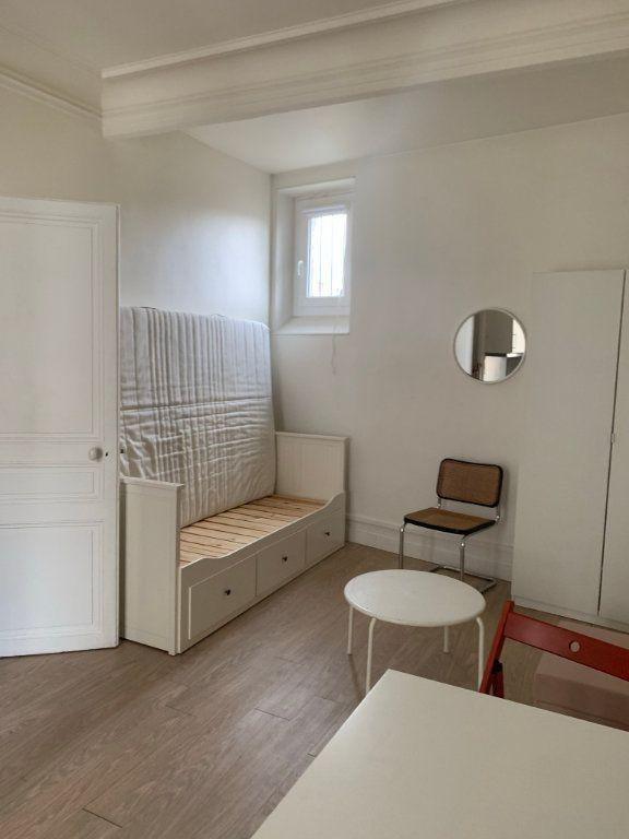 Appartement à vendre 1 27.68m2 à Paris 10 vignette-3
