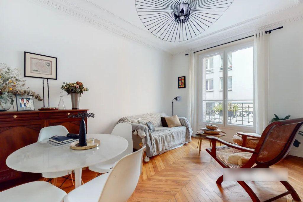 Appartement à vendre 3 69m2 à Paris 18 vignette-2