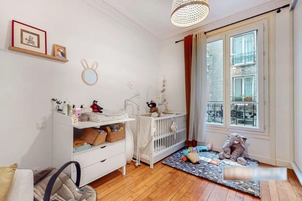 Appartement à vendre 3 69m2 à Paris 18 vignette-3