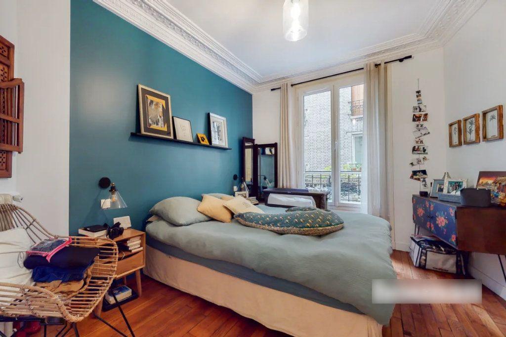 Appartement à vendre 3 69m2 à Paris 18 vignette-4