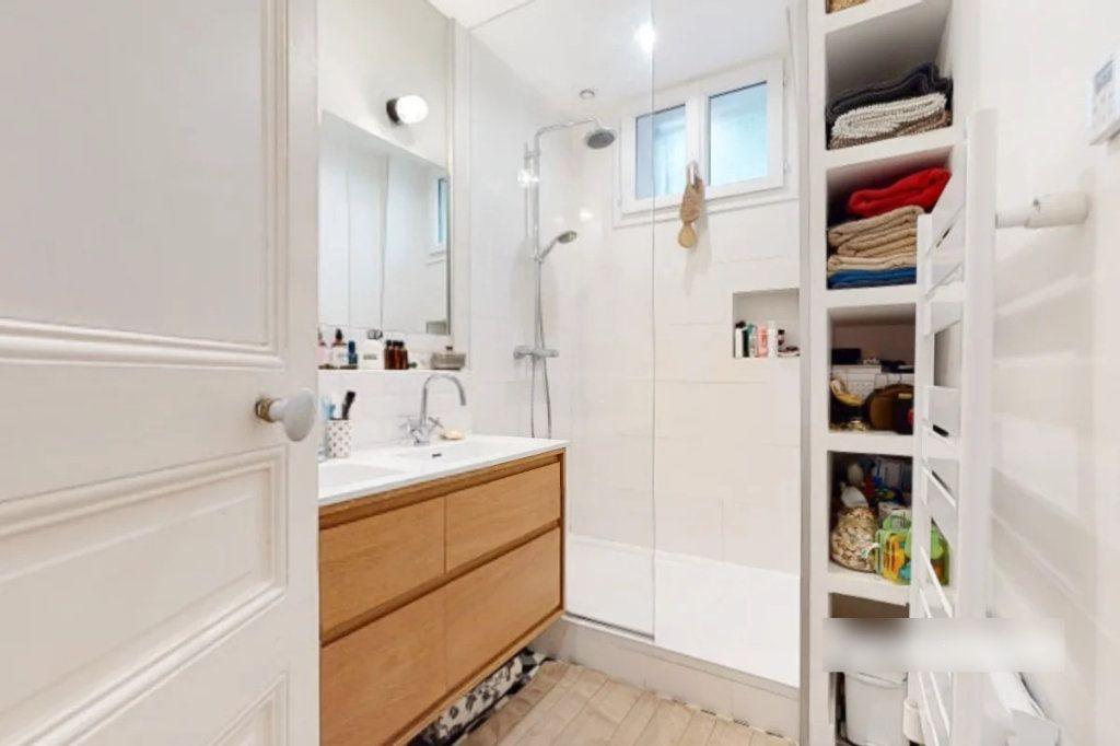 Appartement à vendre 3 69m2 à Paris 18 vignette-6