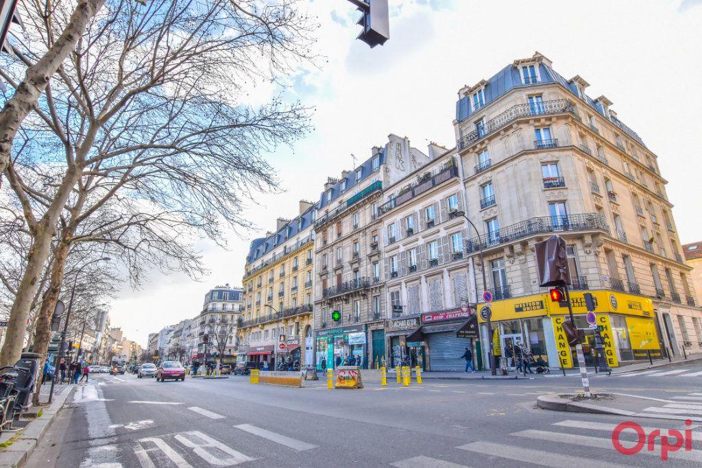 Appartement à vendre 3 72m2 à Paris 18 vignette-1