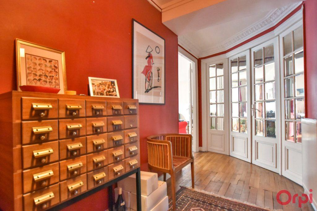 Appartement à vendre 3 72m2 à Paris 18 vignette-4