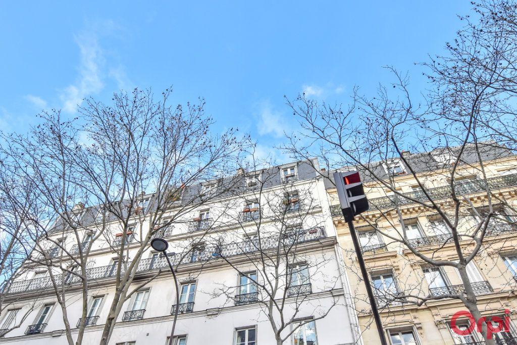 Appartement à vendre 3 72m2 à Paris 18 vignette-9