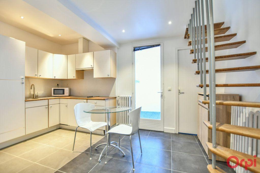 Appartement à vendre 2 26m2 à Paris 17 vignette-1