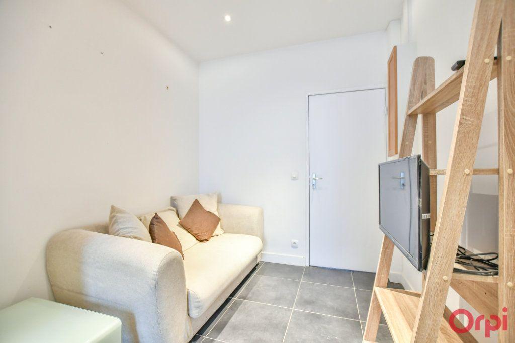 Appartement à vendre 2 26m2 à Paris 17 vignette-2